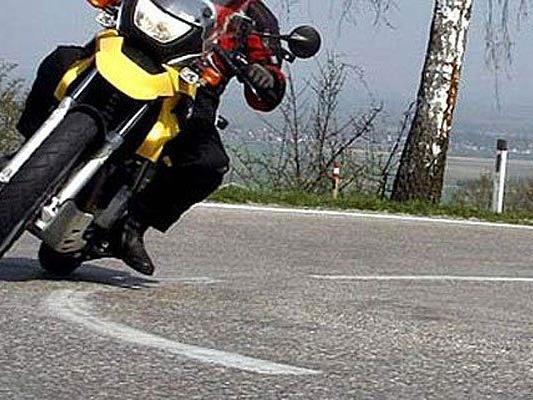Einen schweren Verkehrsunfall hatte ein Motorradfahrer im Bezirk Melk