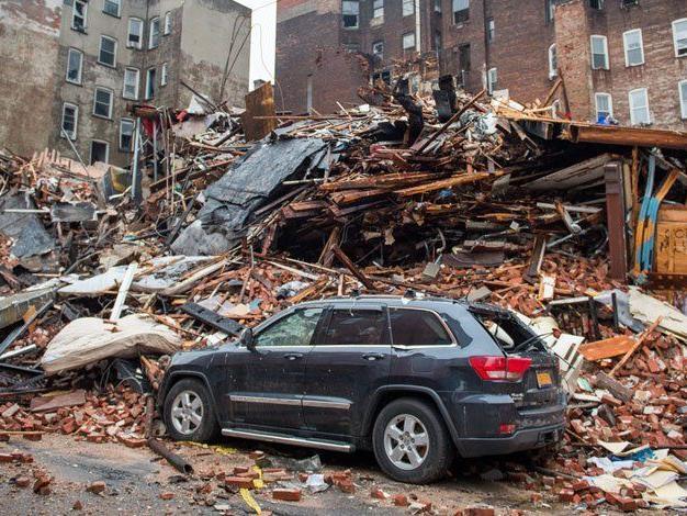 Zwei Vermisste und 25 Verletzte nach Häusereinsturz in New York.