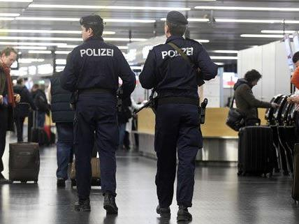Die Polizei nahm am Flughafen den jungen Islamisten fest