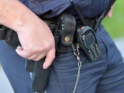 Ein Polizist wurde bei dem Vorfall schwer verletzt.