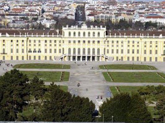 Schönbrunn zieht viele Touristen an.
