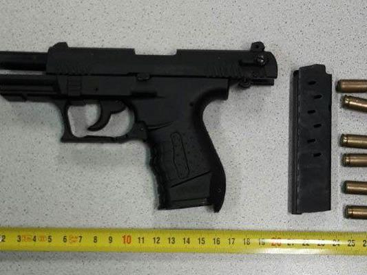 Mit dieser Waffe wurde der Tankwart im 10. Bezirk bedroht.