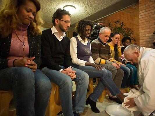 Die Fußwaschung ist ein alljährliches päpstliches Ritual