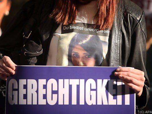 Mahnwahce vor dem Gericht in Darmstadt
