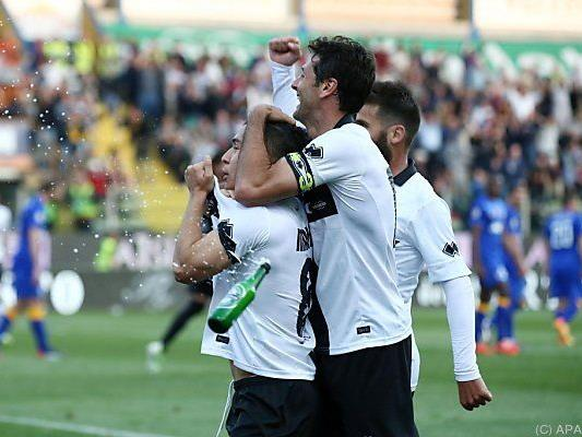 Jose Mauri (l.) schoss das Tor zum Sensationssieg