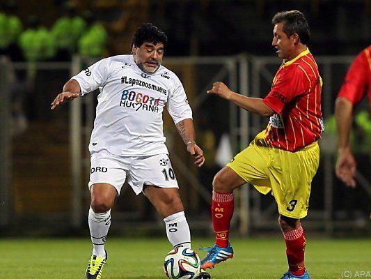 Offener Schlagabtausch: Maradona beim Friedensspiel in Bogota