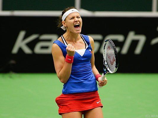 Lucie Safarova gewann gegen Caroline Garcia mit 4:6,7:6(1),6:1