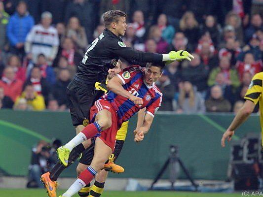 Lewandowski prallte hart mit Langerak zusammen