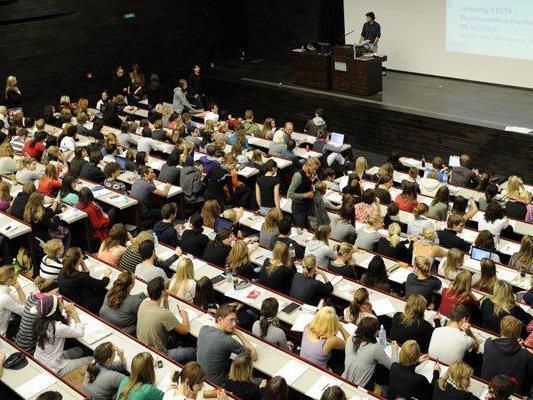 Fast jeder vierte Student klagt über Diskriminierung an der Universtität.