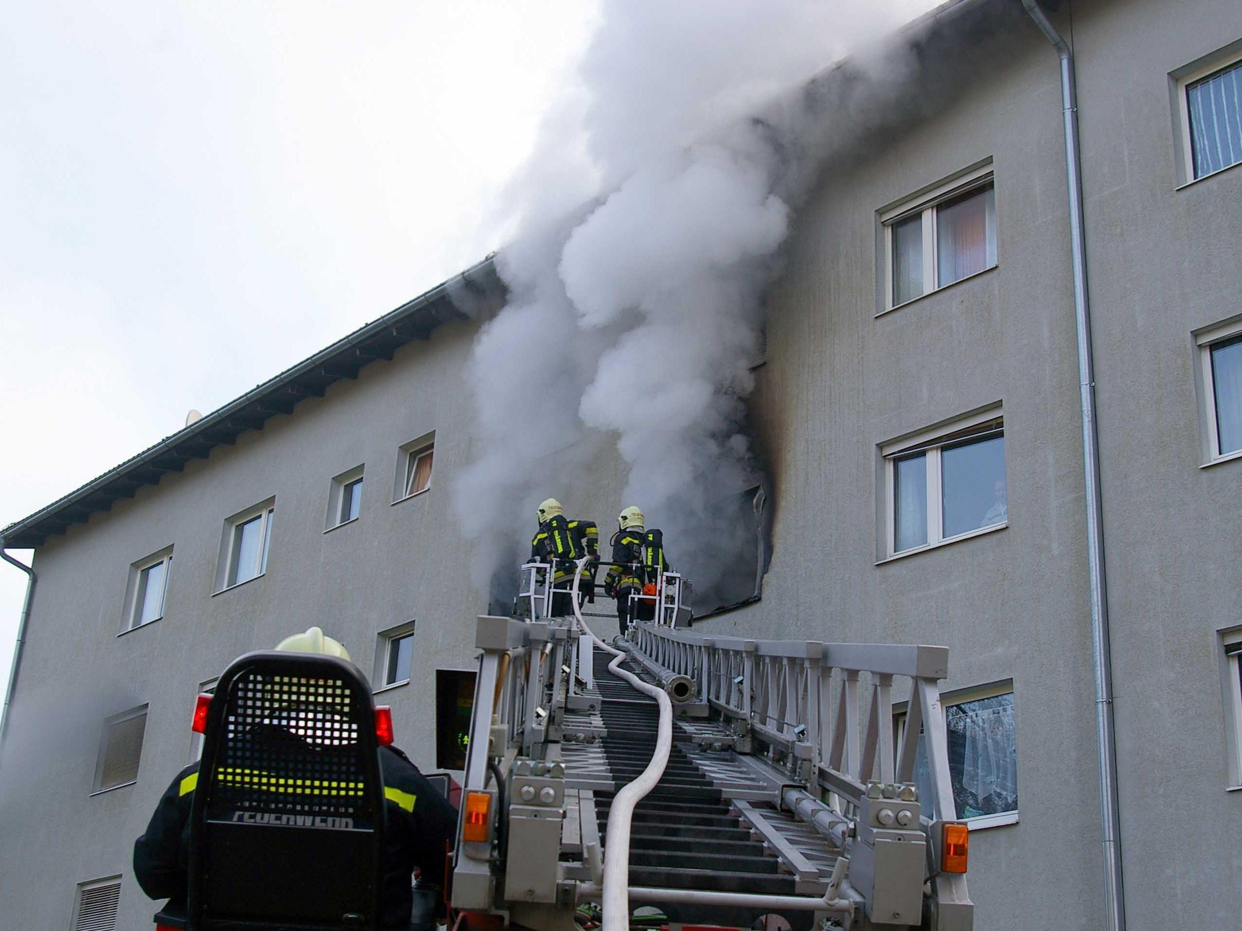 In Gerasdorf bei Wien ist Mittwochfrüh ein Wohnhaus in Brand gestanden