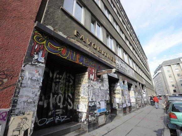 Die Austria-Hooligans sollen Räumlichkeiten des türkischen Migrantenvereins ATIGF überfallen haben