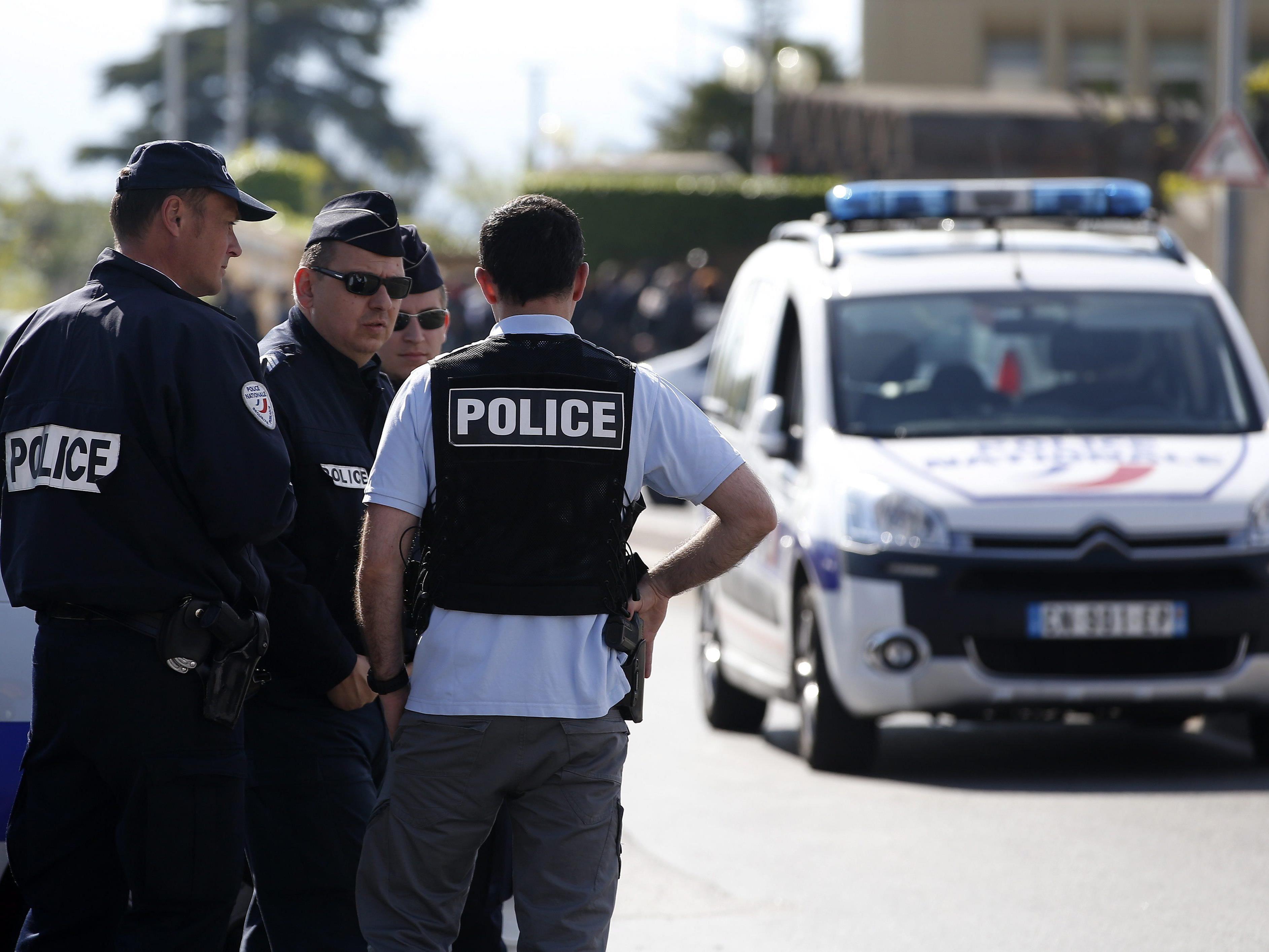 Ein Pfarrer soll in Nizza einen Prostituiertenring geführt haben.