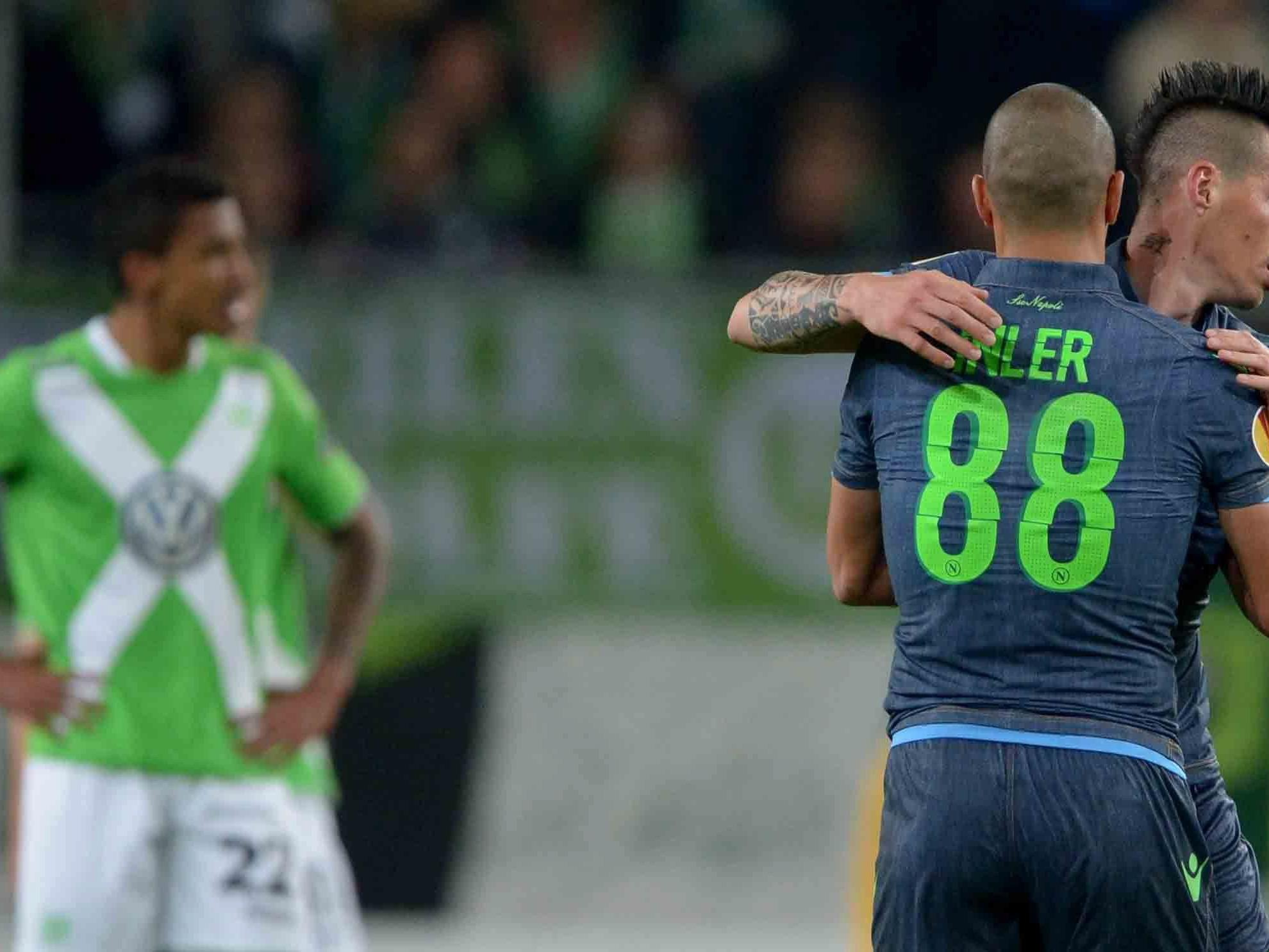 Napoli setzt sich im Europa League-Viertelfinale mit 4:1 gegen VfL Wolfsburg durch.