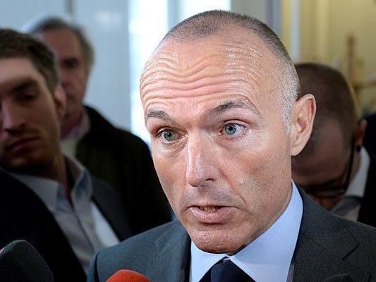 Verteidigungsminister Gerald Klug (SPÖ) verteidigte seine private Dienstwagenfahrt