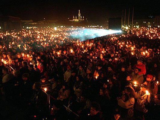 Tausende Teilnehmer beim Lichtermeer 1993.