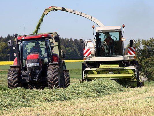 Im Bezirk Holabrunn kam es zu einem tödlichen Unfall mit einem Traktor
