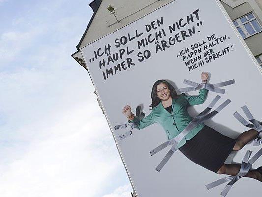 Das Vassilakou-Riesenplakat am Naschmarkt in Wien