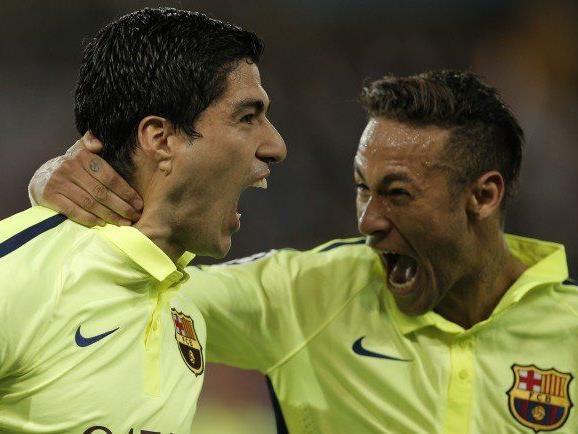 Suarez (2 Tore) und Neymar (1 Tor) bejubeln den Barca-Sieg in Paris.