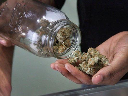 Innerhalb nur 30 Minuten wurden 3 Personen beim Cannabis-Handel ertappt.