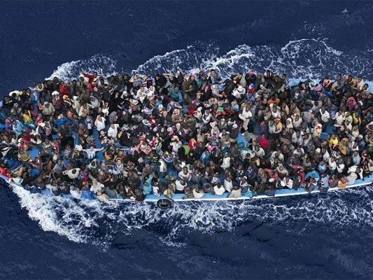 950 Flüchtlinge hatten sich an Bord befunden.
