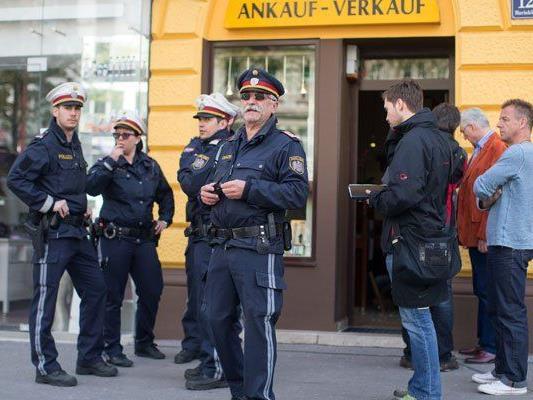 Die Polizei hat nach dem Überfall die Ermittlungen aufgenommen.