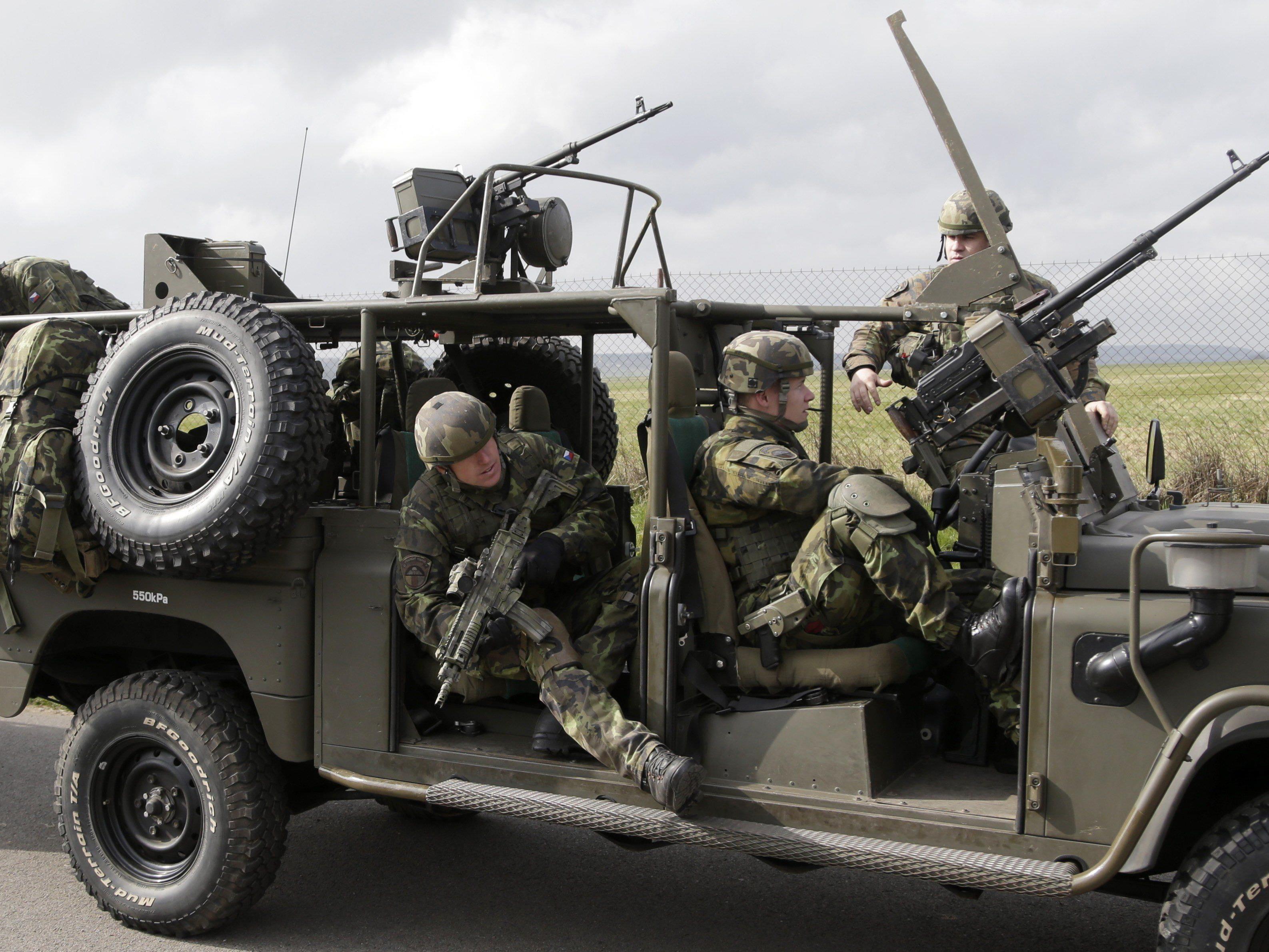 In Osteuropa hat ein neues Wettrüsten begonnen (im Bild: tschechische Fallschirmjäger bei einer NATO-Übung).
