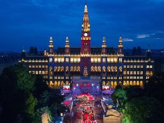 Am Rathausplatz hat vom 18. bis 23. Mai das Eurovision Village geöffnet.
