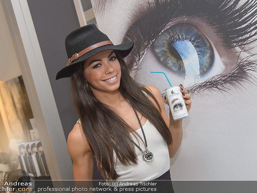 Fernanda Brandao als prominenter Gast bei der Luxuslashes Geschäftseröffnung