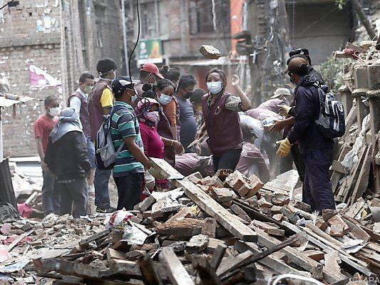 Über 7.000 Menschen starben nach Erdbeben