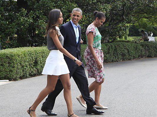 Malia Obama mit ihren Eltern