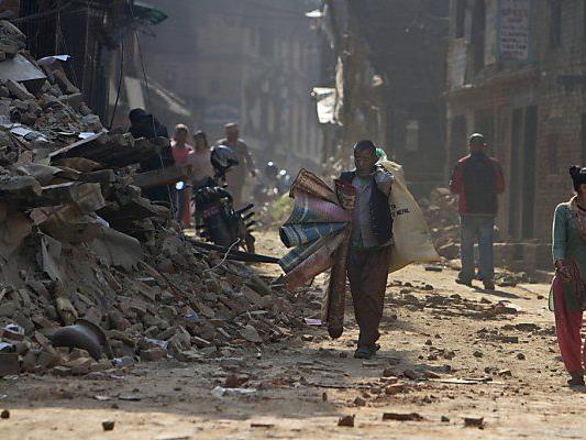 Fast 9.000 Menschen kamen bei dem Erdbeben ums Leben