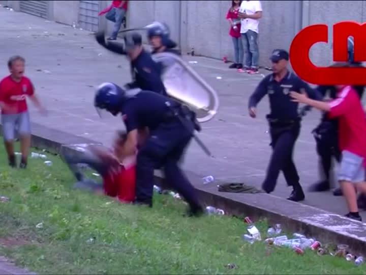 Was den harten Polizeieinsatz ausgelöst hat, ist unklar.