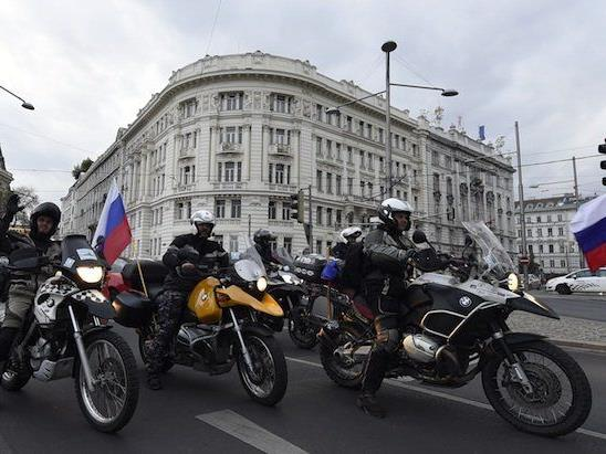 """Die Mitglieder der umstrittenen russischen Motorradfahrer """"Nachtwölfe"""" kehrten Wien wieder den Rücken"""