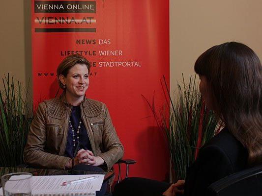 NEOS-Spitzenkandidatin Beate Meinl-Reisinger beim Interview