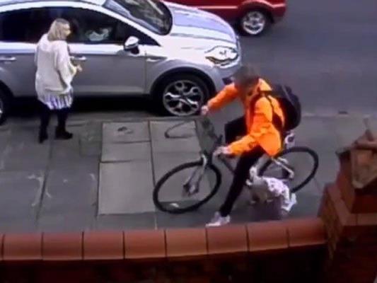 Unfassbares Verhalten eines Radfahrers.