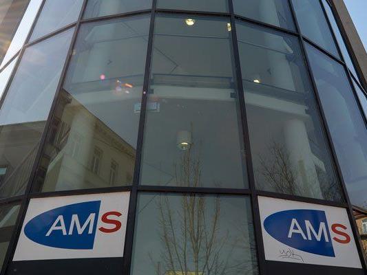 Jugendliche, die sich nicht beim AMS melden, müssen mit Sanktionen rechnen.