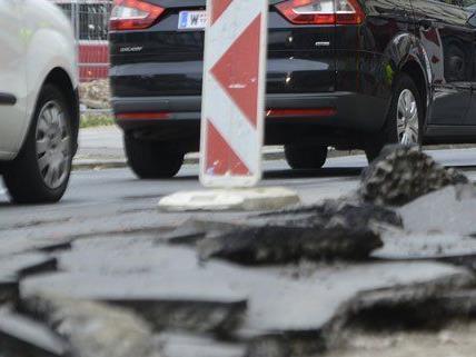 Straßensperren auf der Heiligenstädter Straße wegen der Sanierung der Gürtelbrücke.