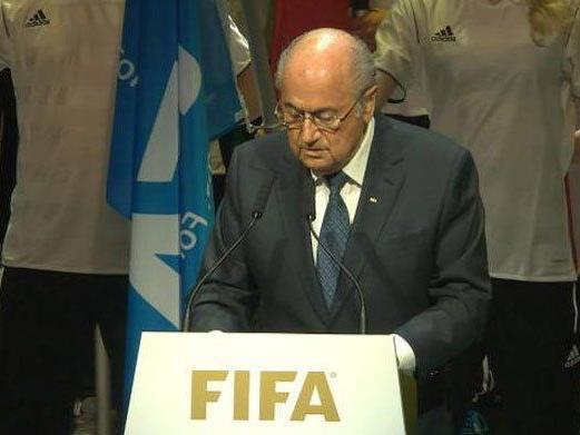FIFA-Präsident Sepp Blatter gibt ein Statement ab.