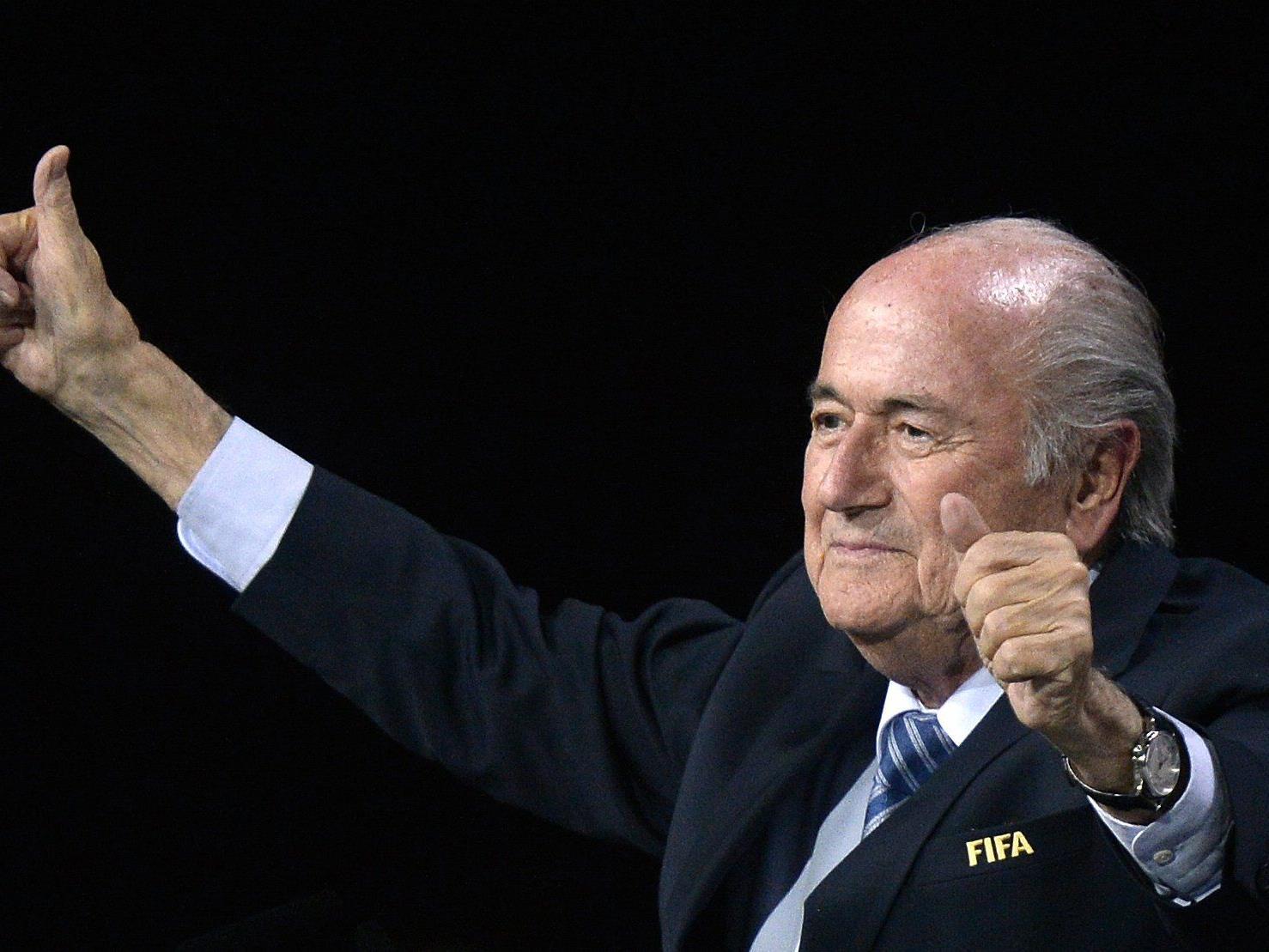 Trotz des größten Skandals der FIFA-Geschichte geht Joseph Blatter in seine fünfte Amtszeit als Präsident der FIFA.