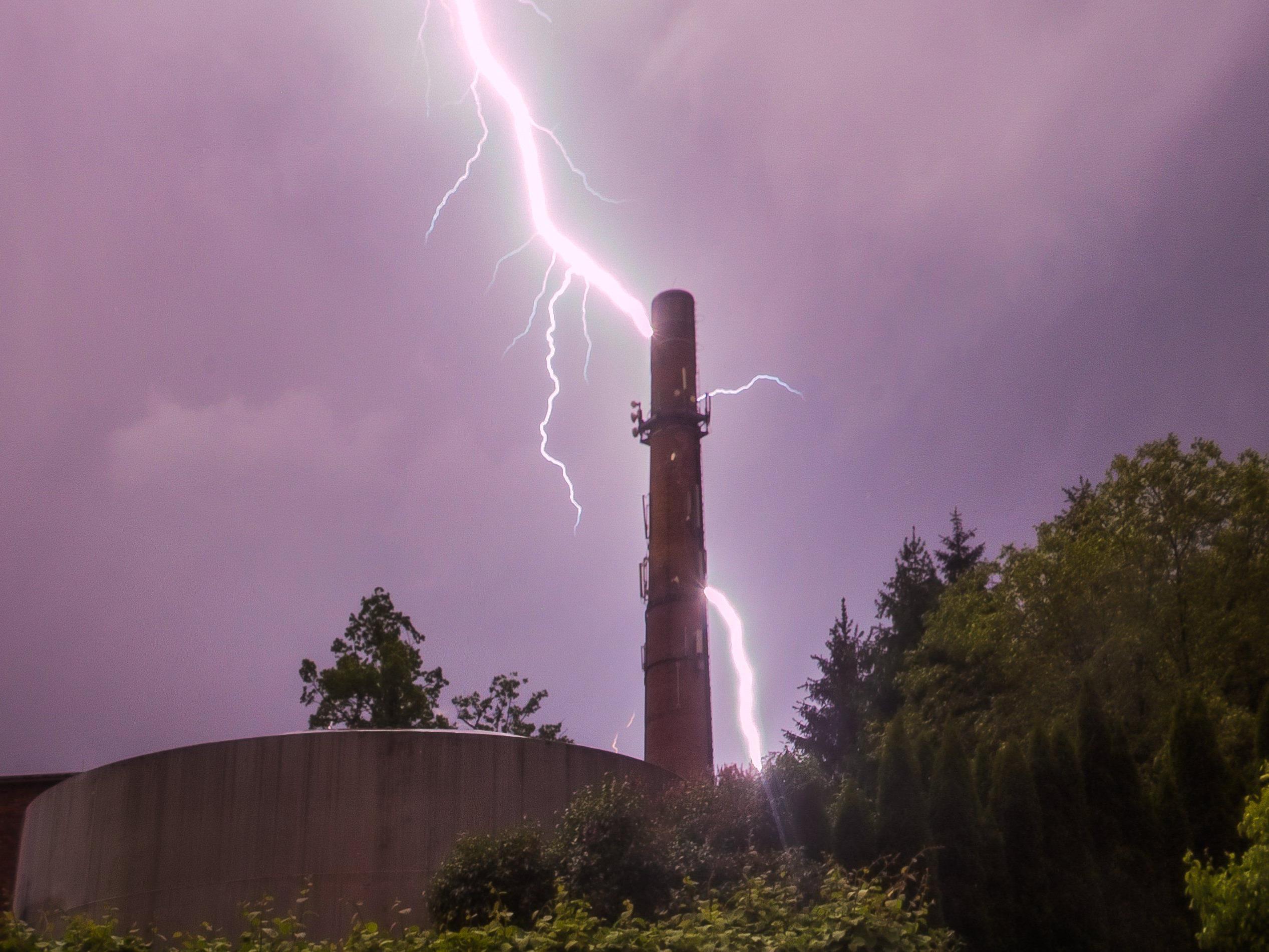 Ein Blitzschlag verletzte auf Kreta 19 russische Urlauber. (Themenbild)