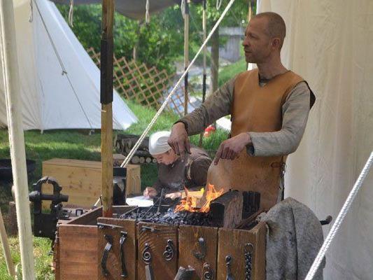 Am ersten Mai-Wochenende wird in Alt Erlaa das Ritterfest gefeiert.