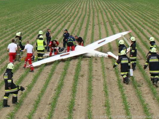 Das Flugzeug stürzte in einen Maisacker