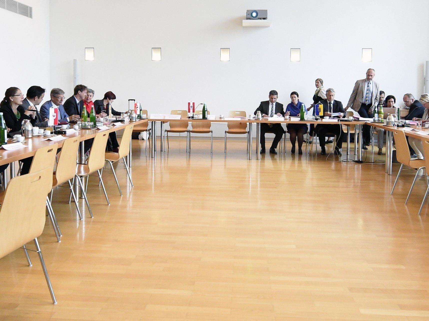 Asyl in Vorarlberg: Schwärzler glaubt nicht, dass Container aufgestellt werden.