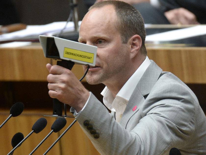Strolz warnt: Der Staat stellt den Bürger unter Generalverdacht.