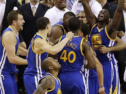 Erster Titel seit 1975 für Team aus Oakland rund um Superstar Stephen Curry.