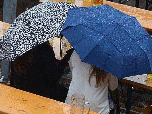 Mit dem gemütlichen Draußensitzen macht eine Kaltfront mit Regen vorerst Schluss