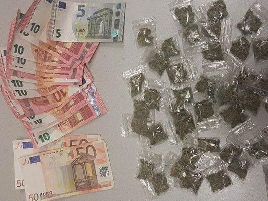 Die sichergestellten Drogen und das Bargeld