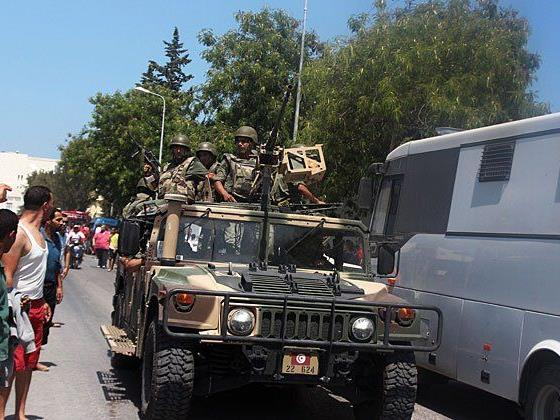 Straßenpatrouillen nach Anschlägen auf zwei Touristenhotels in Tunesien