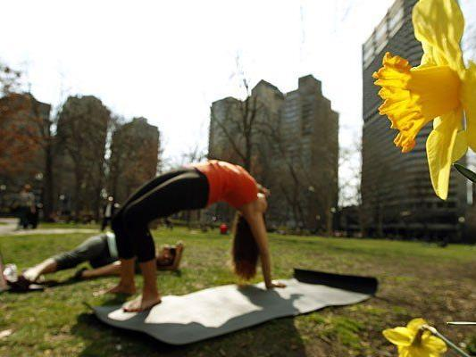 Am 1. Internationalen Yoga-Tag wartet Yoga unter freiem Himmel