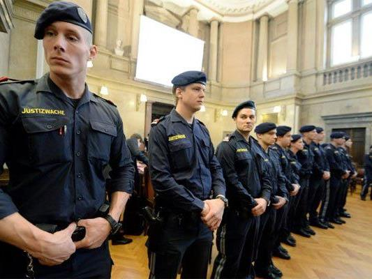 Beim Aliyev-Prozess in Wien